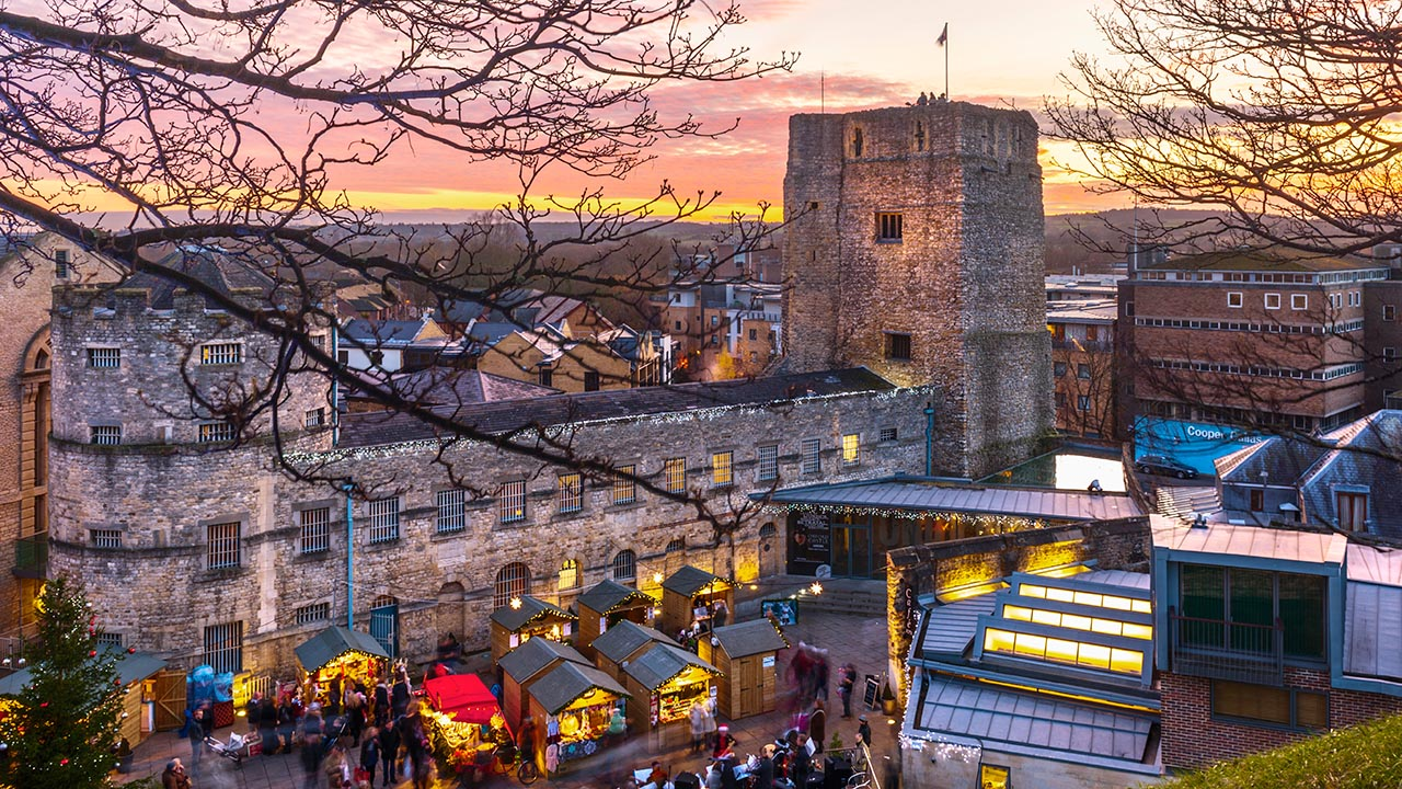 What to visit in Oxford with your family - Christmas Market, Oxford Castle